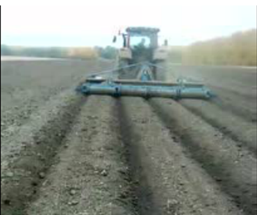 八五二农场5.2米旋耕机起大垄作业现场
